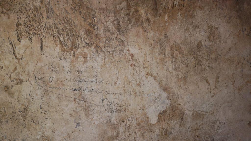 Inschrift Gefängniswand