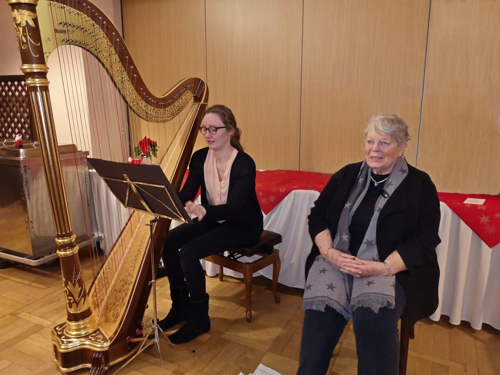 Foto der Harfespielerin